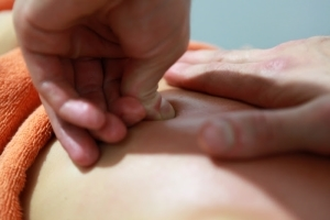 Массаж при ишиасе седалищного нерва: виды, техника выполнения, польза