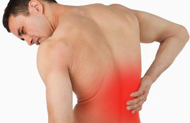 Боль в спине справа: почему болит с правой стороны при вдохе, лечение