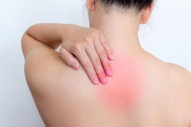 Боль в шее и спине между лопатками