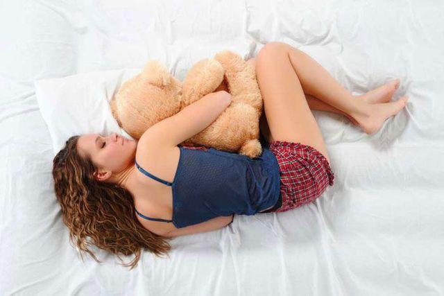 Болит спина после сна в области поясницы: причины боли, почему проходит днем