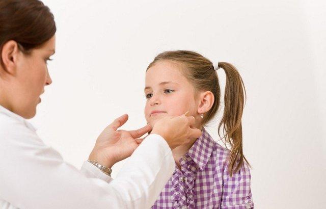 Подвывихи и вывихи шейного позвонка: симптомы и первая помощь, лечение шеи