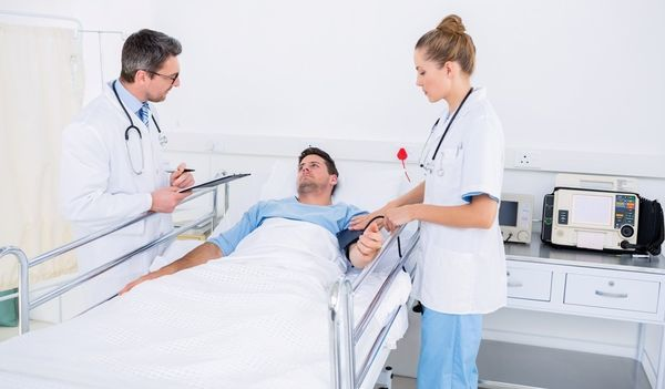 Инсульт спинного мозга: симптомы, причины, первые признаки, лечение