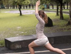 Зарядка для спины, позвоночника и укрепления мышц: показания, комплекс упражнений