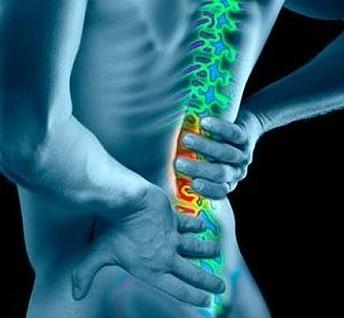 Резкая боль в пояснице: почему сильно болит, что делать, если не разогнуться, лечение