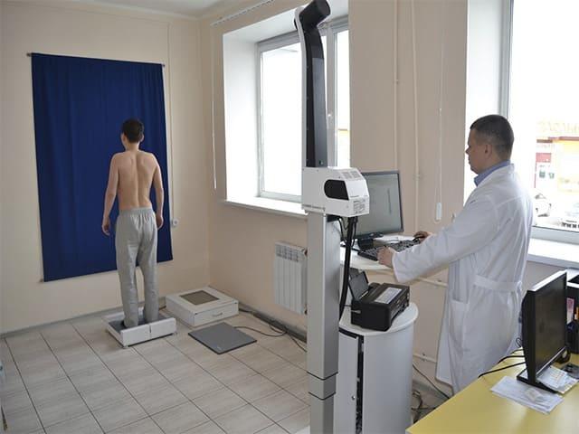 Сколиоз грудного отдела позвоночника: степени, симптомы и лечение искривления грудной клетки
