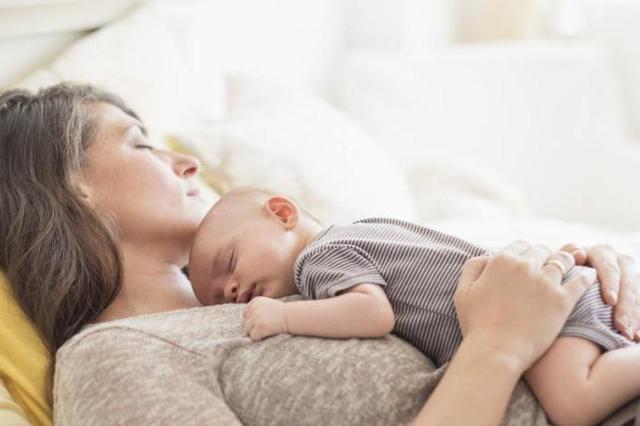 Почему болит спина в области поясницы после родов, что делать при сильной боли