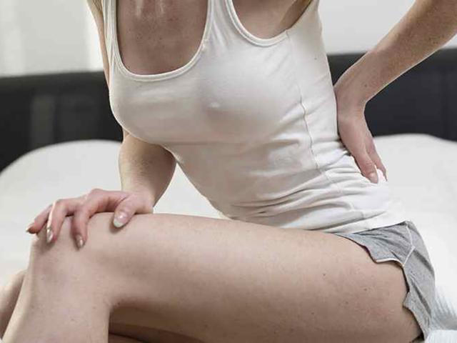 Болит копчик: к какому врачу обратиться при боли, кто лечит кокцигодинию