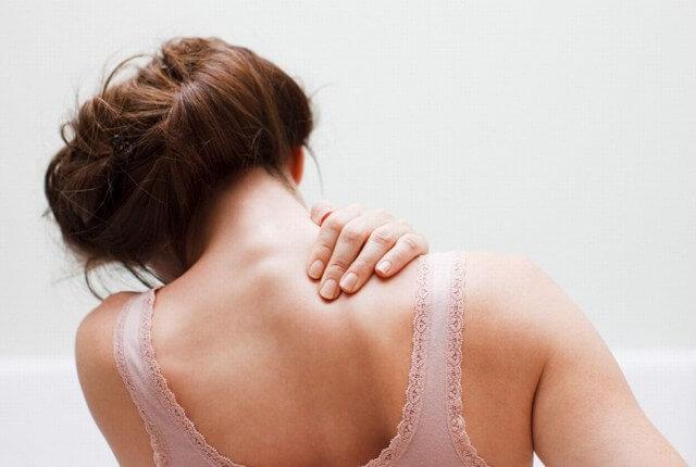 Горб на спине: как убрать, причины того, почему растет, что делать, способы исправить