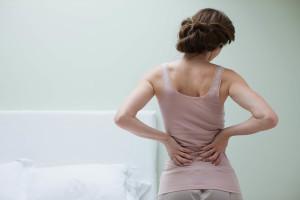 Болит спина при простуде: что делать, если простудил поясницу, причины боли