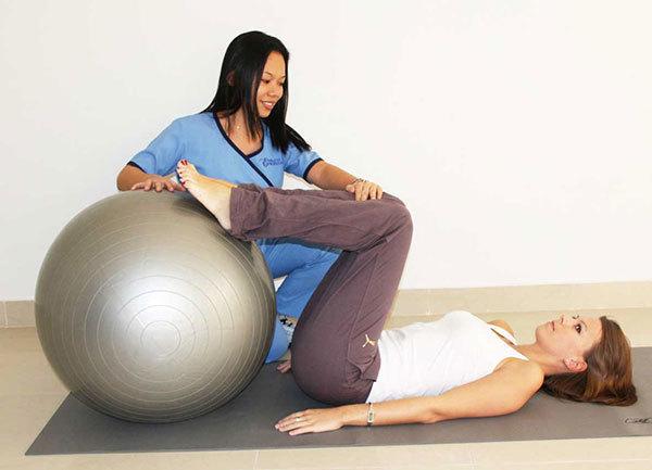 ЛФК для позвоночника: упражнения лечебной физкультуры для укрепления спины, польза гимнастики, видео