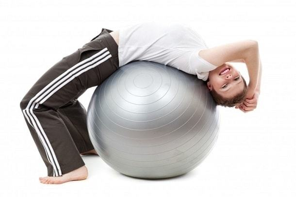 Болит шея сзади у основания черепа: почему возникает боль, причины, что делать