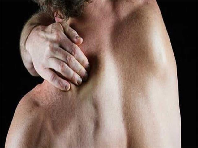 Боль под левой лопаткой сзади со спины: причины жжения, почему болит слева