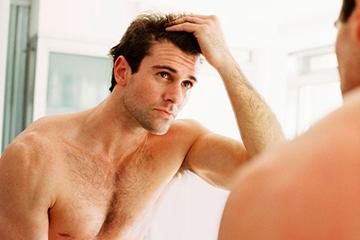 Облысение и тестостерон у мужчин: взаимосвязь дигидротестостерона и выпадения волос, причины, лечение