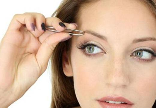 Почему чешутся брови: причины зуда, как лечить и чем убрать шелушение