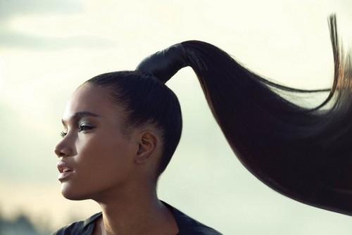 Прическа распущенные волосы и косичка: фото модных укладок, как заплести колосок с длинными, средними локонами, кому и для каких случаев подходит укладка, пошаговая инструкция по самостоятельному выполнению, плюсы и минусы, примеры знаменитостей