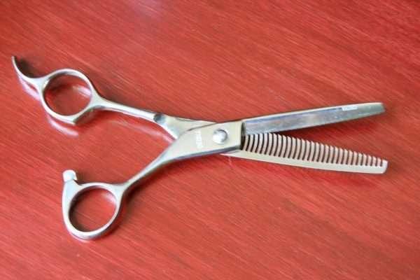 Челка на две стороны: фото, разновидности — длинная, удлиненная по бокам лица, раздвоенная шторка и другие, кому идет, как подстричь и правильно разделить, как уложить отросшие волосы