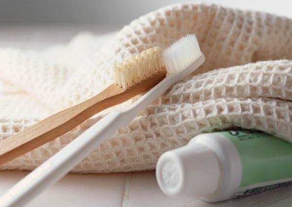 Мертвые гниды: как выглядят, как избавиться, как убрать с волос, щелкают ли они, как понять живая или нет, как вычесать с длинных волос после обработки