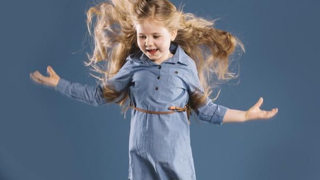Седой волос у ребенка: у подростка в 15-16 лет, у детей в 5 лет и младше, у грудничка, причины, что это значит, почему седеют
