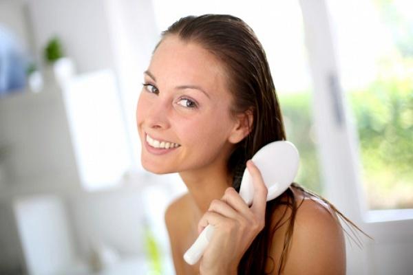 Репейное масло от выпадения волос: отзывы помогает ли средство от облысения, рецепты эффективных масок и правила применения при алопеции у мужчин и женщин
