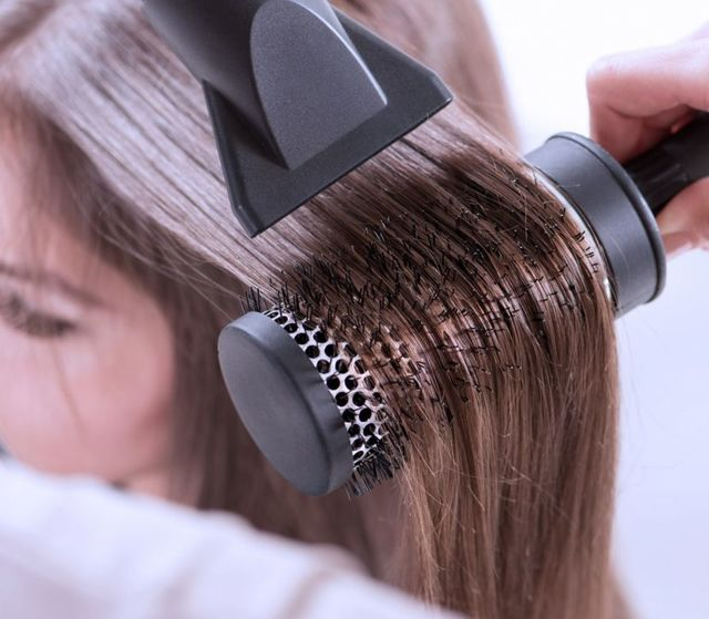 Почему секутся волосы, как избавиться от секущихся кончиков по всей длине, что делать и как убрать в домашних условиях, лечение от ломкости, запаивание и восстановление локонов