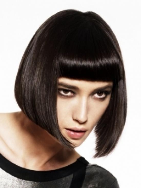Черное каре: фото брюнеток, шатенок с удлиненными темными волосами, с челкой, кому подходит стрижка по цвету кожи, форме лица, как укладывать, другие похожие модели прически, примеры знаменитостей