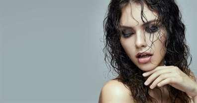 Эффект мокрых волос: как сделать укладку в домашних условиях, фото, гель, спрей, текстурайзер и другие средства для прически на короткие, средние, длинные волосы, кому подходит, способы фиксации