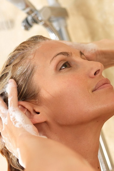 Уход за жирными волосами и кожей головы: чем мыть в домашних условиях, советы трихолога, как правильно следить за проблемной шевелюрой, лучшие средства
