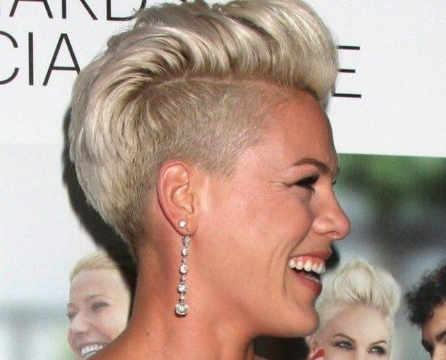 Пикси стрижка: фото на короткие, средние волосы, с длинной челкой, удлиненный вариант, подойдет ли прическа для женщин с круглым лицом, полных, после 40-45 лет, как стричь, как правильно делать укладку