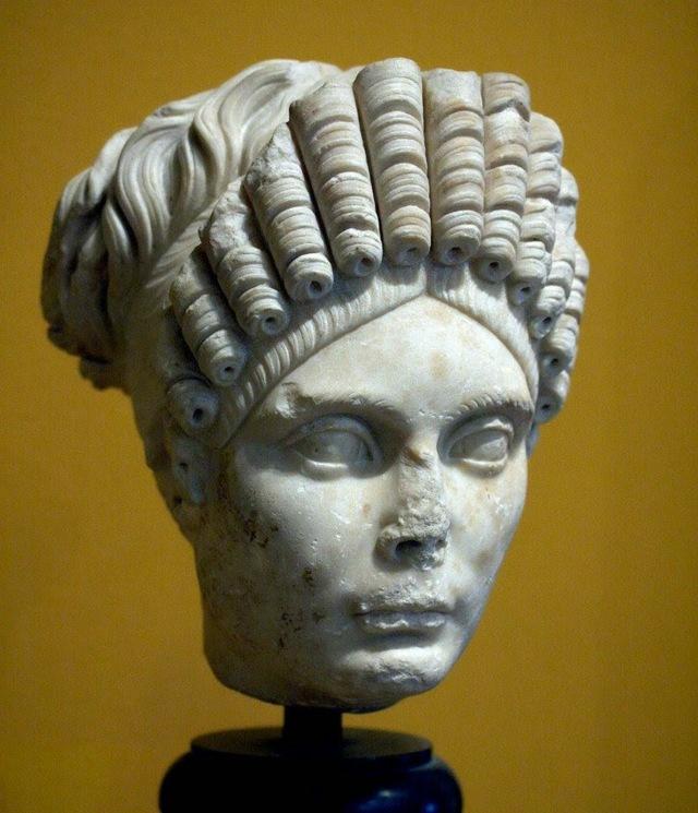 Прически Древнего Рима: как сделать историческую укладку, фото древнеримских стрижек, описание стиля, характерные черты моделей для женщин и мужчин, общие рекомендации по выполнению, современные варианты, примеры знаменитостей