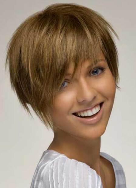 Рваная челка: фото косой, прямой, короткой, на бок, удлиненной, неровной, полукругом, как сделать с длинными, средними волосами, как подстричь самостоятельно в домашних условиях, кому идет, как выглядит, варианты укладки
