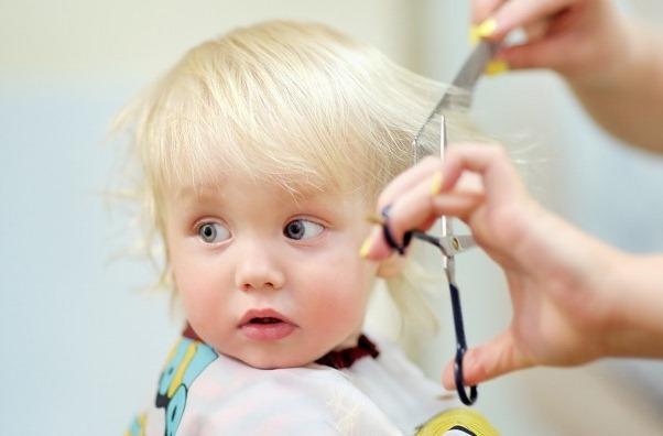 Стрижка полукругом: фото на длинные, средние, короткие волосы, вид сзади, как подстричь, подравнять кончики, сделать срез полукругом, кому подходит прическа, уход после