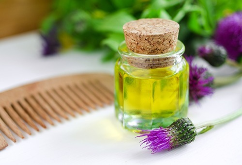 Репейное масло от перхоти: как приготовить в домашних условиях, отзывы, рецепты масок для лечения волос, правильное применение и правда ли помогает