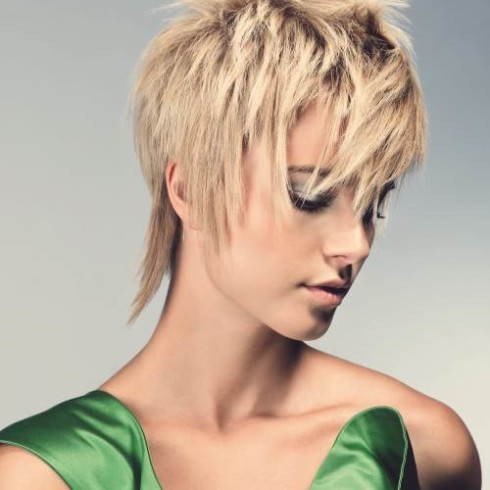 Стрижка Гаврош: фото на короткие, средние, длинные волосы, с челкой и без, как выглядит для женщин после 40, техника выполнения, кому подходит, плюсы и минусы, альтернативные варианты, правила ухода