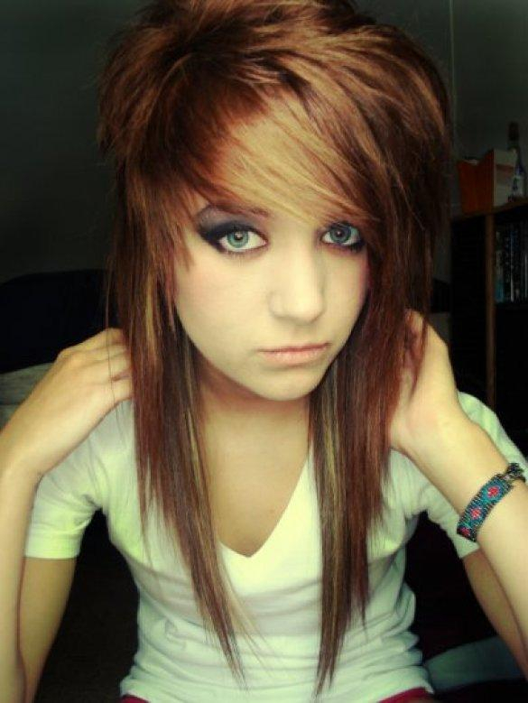 Эмо прически, стрижки, челка: как сделать парню или девушке на средние, длинные, волосы, фото челкастых девочек, особенности эмо-стиля, модные варианты причесок, примеры знаменитостей