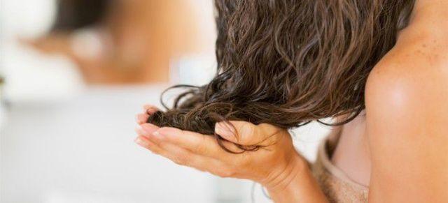 Масла для жирных волос: эфирные и растительные, кокосовое, репейное, облепиховое, касторовое и другие от жирности кожи головы и локонов