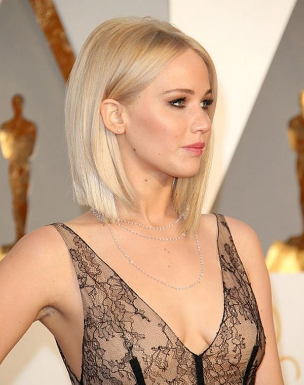 Каре Блонд: фото блондинок с русыми, белыми, светлыми волосами с челкой и без, вид сзади и сбоку, каким девушкам подойдет стрижка, красивые способы укладки прически