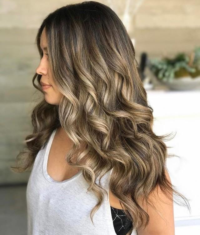 Бликующее мелирование: на темные и русые волосы, фото солнечного эффекта на разных цветах