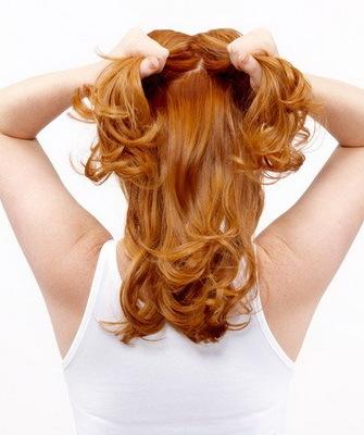 Небрежный пучок: как сделать на голове современную прическу на длинные, средние, короткие волосы, пошаговая инструкция для выполнения растрепанной, неаккуратной гульки, кому подходит укладка, ее модные вариации, альтернативные варианты, плюсы и минусы, фото знаменитостей