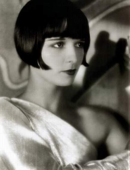 Стрижки Киры Найтли: фото звезды в разные годы и сейчас с короткой прчёской, стрижкой боб, домино, с длинными волосами, какая у неё форма лица и тип волос, кому еще подойдут такие укладки