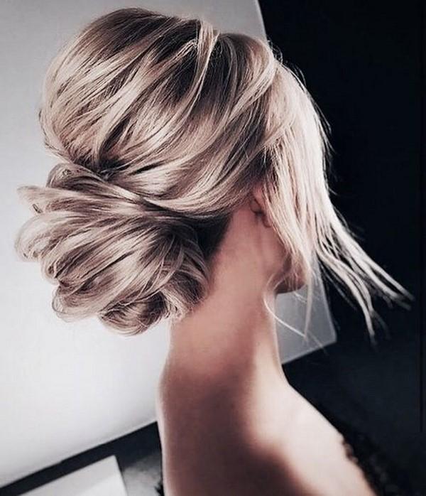 Высокий пучок: как сделать прическу из локонов на средние, длинные волосы, на макушке, фото модной гульки с распущенными прядями, кому подходит, способы фиксации и укладки, плюсы и минусы, примеры знаменитостей
