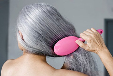 Можно ли вырывать седые волосы на голове: почему говорят, что нельзя выдергивать и что будет, если вырвать седой волос