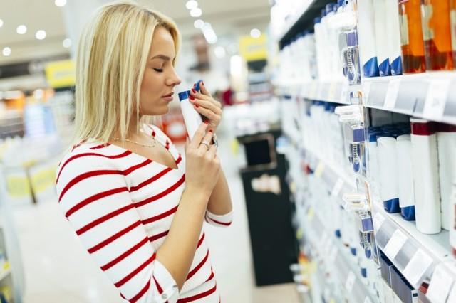 Чешется голова после шампуня: почему это происходит и что делать, может ли появиться аллергия и зуд кожи после мытья шампунем