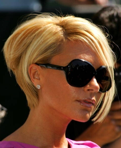 Французское каре: фото стрижки на удлинение, прическа с челкой, характерные черты модели, на какие волосы выполняется, кому подходит, как красиво укладывать, правила ухода