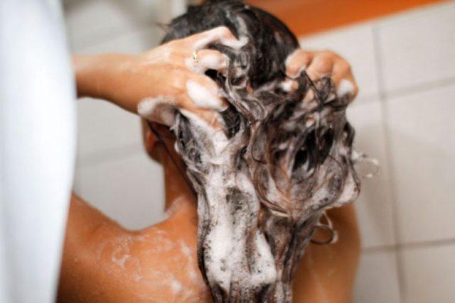 Шампунь для сухих и поврежденных волос: отзывы, рейтинг лучших, обзор хороших лечебных и профессиональных средств для окрашенных, секущихся, ломких, тонких локонов