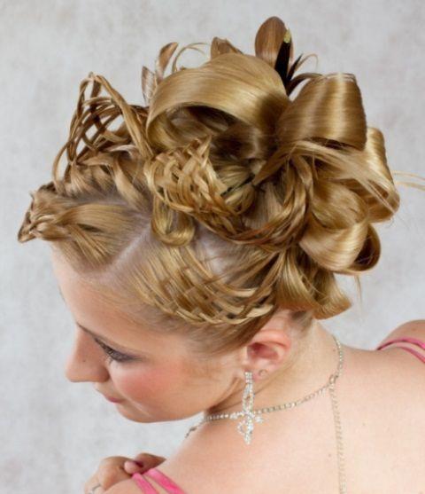 Букли: фото на средние, длинные волосы, как сделать прическу с элементами накладных буклей, простая пошаговая инструкция выполнения, примеры знаменитостей