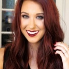 Бургундский цвет волос: фото девушек с разной длиной и оттенком, кому он подходит, какая краска или тоник обеспечит нужный тон