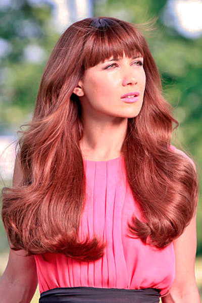 Ёлка с распущенными волосами, фото стрижки и причёски певицы в разные годы карьеры, самый известный образ звезды, как она выглядит сейчас, кому подойдут такие же укладки