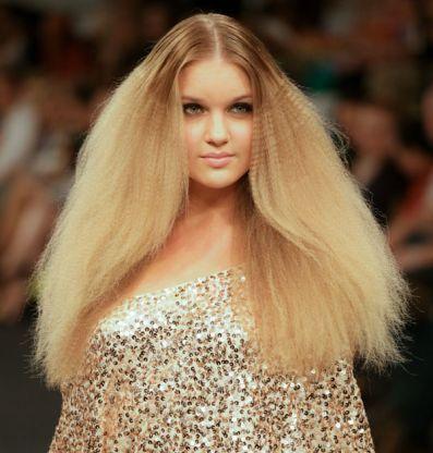 Причёски на каскадную стрижку: как укладывать каскад в домашних условиях, как самостоятельно уложить длинные, средние, короткие волосы феном, фото вечерних и простых моделей с челкой и без