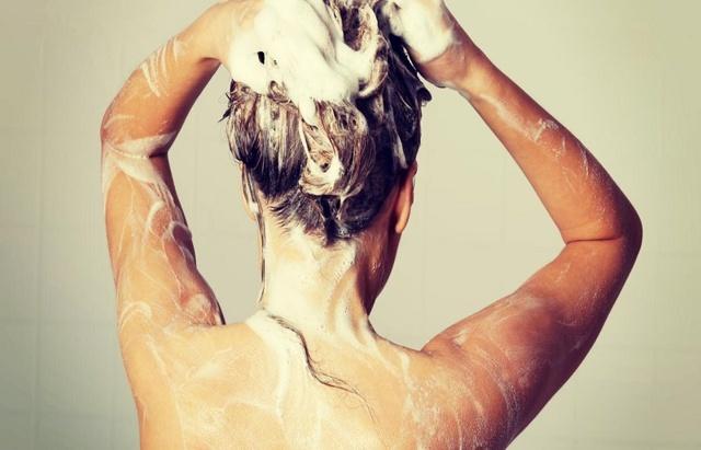 Дегтярный шампунь для роста волос: когда и как применяется, обзор лучших, эффект от использования