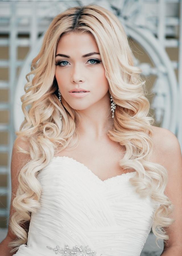 Как красиво уложить прически с кудрями и локонами на короткие, средние, длинные волосы, варианты как уложить: локоны на бок, с челкой, с высоким хвостом, легкие волны на выпускной, свадьбу и для повседневной носки, фото